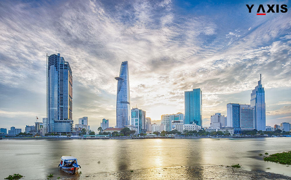 Foreigners travel to Vietnam can apply online for visas