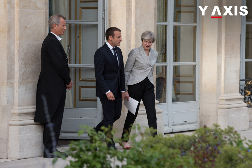 Theresa May and Emmanuel Macron